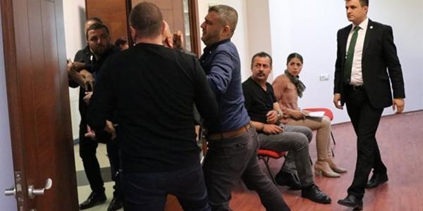 Denizlispor'un eski başkanı Süleyman Urkay kulüp tesislerini silahla bastı!
